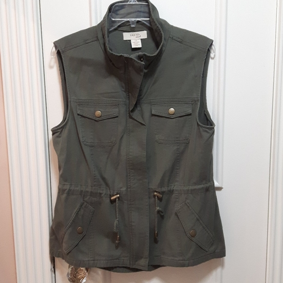 2 for 20! 🛍️ Green Cargo vest with draw string